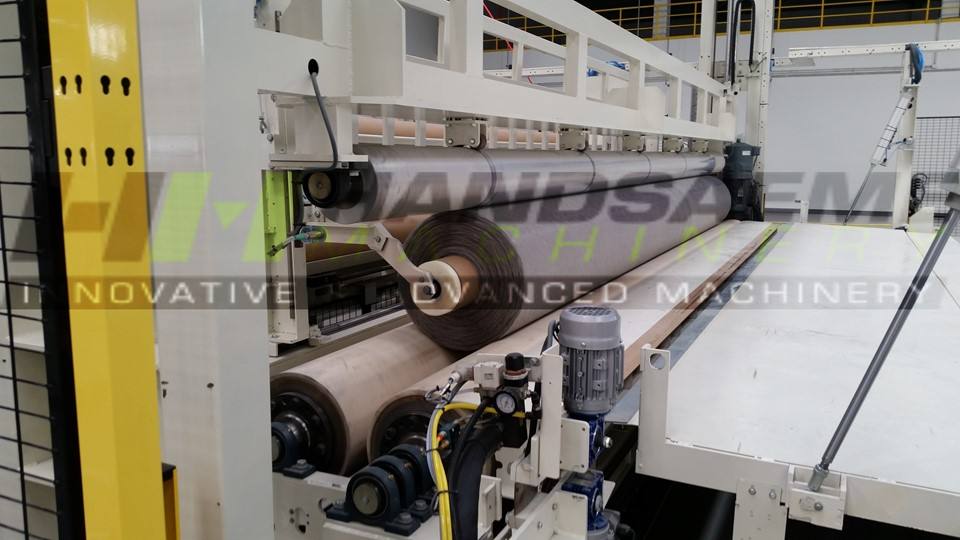 End of line rolller for technical textile