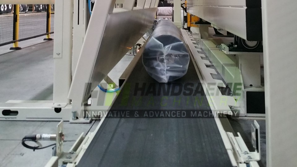 Roll-in packaging for textile rolls